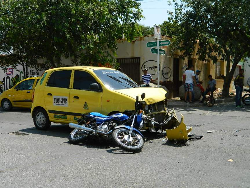 Foto noticia: Accidente en esquina de el ClubValledupar