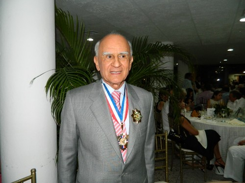 Honores al médico LucianoAponte
