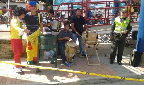 En Aguachica, Policía utiliza pedagogía musical para incentivar uso de puentespeatonales