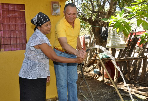 Con vicepresidente y ministros, alcalde inauguró acueducto en ElJabo