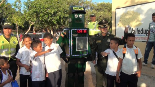 """Policía lanzo campaña """"Abre tus ojos"""" en colegios deValledupar"""