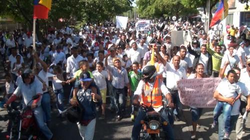 Marcha de mototaxistas en Valledupar culmino con un plantón en laalcaldía