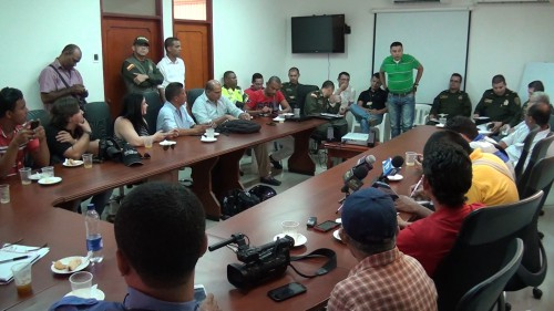 Planton de periodistas en el comando de policiacesar