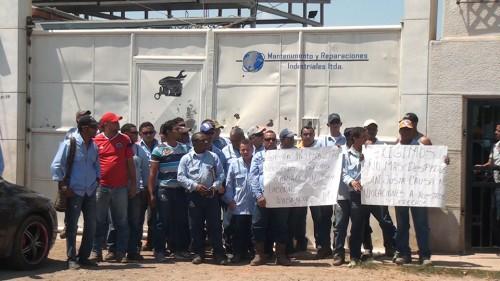 Trabajadores de empresa contratista minera exigen el pago de sussalarios