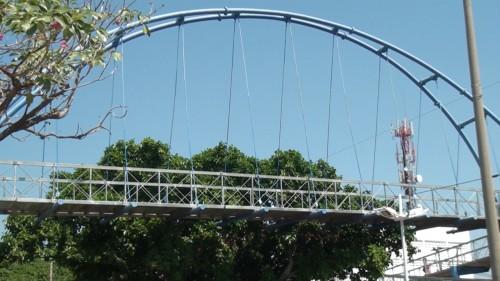 Preocupación por utilización inadecuada de puentepeatonal