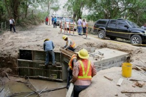 construccion de via en Chimila Copey