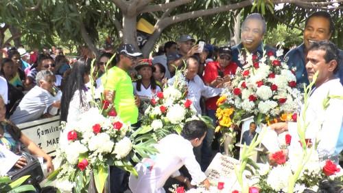 Ofrenda floral de hijos de Diomedes Díaz en sunatalicio