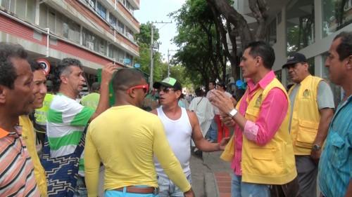 Vendedores ambulantes se quejan por controles en el FestivalVallenato