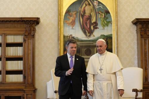 Perseverar en la búsqueda de la paz, pidió el Papa Francisco a presidenteSantos