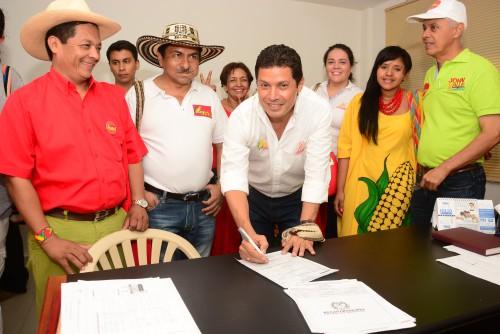 John Valle, a ritmo de gaitas, inscribió su candidatura a la Alcaldía deValledupar