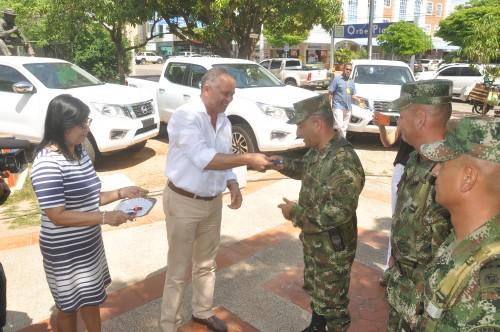 Alcalde Socarrás entregó vehículos al Ejército para seguridad en zonarural
