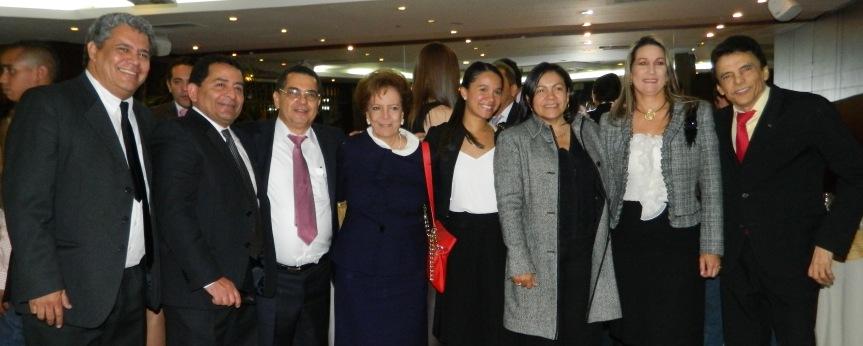 El rey vallenato Alvaro Meza, Dr Rafael Valle Josefina Valle de Pumarejo, Victoria Valle, Delfina Villazón y Gustavo Gutiérrez