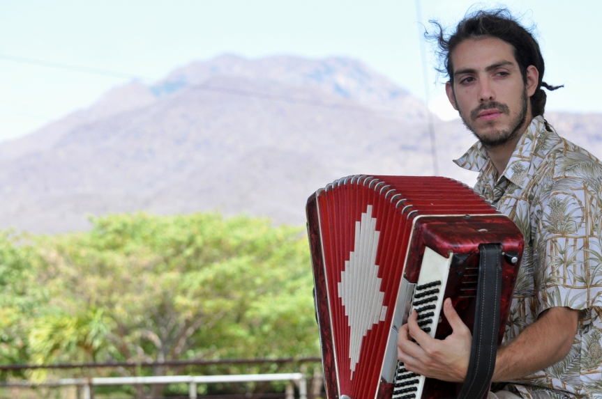 El acordeonero argentino que llegó buscando 'La gotafría'