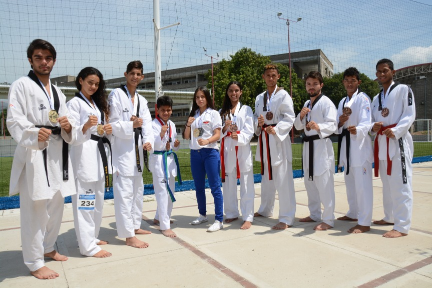 campeones (3) taekwondo Comfacesar
