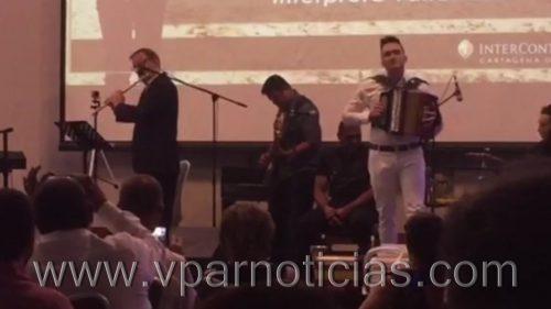 Emocionante presentación de canciones vallenatas por flautista italiano y Sergio LuisRodríguez