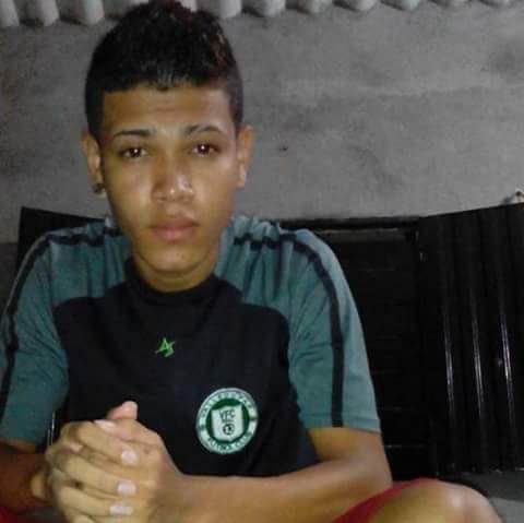 Menor de edad fue asesinado mientras conversaba en cancha del barrio VillaMiriam