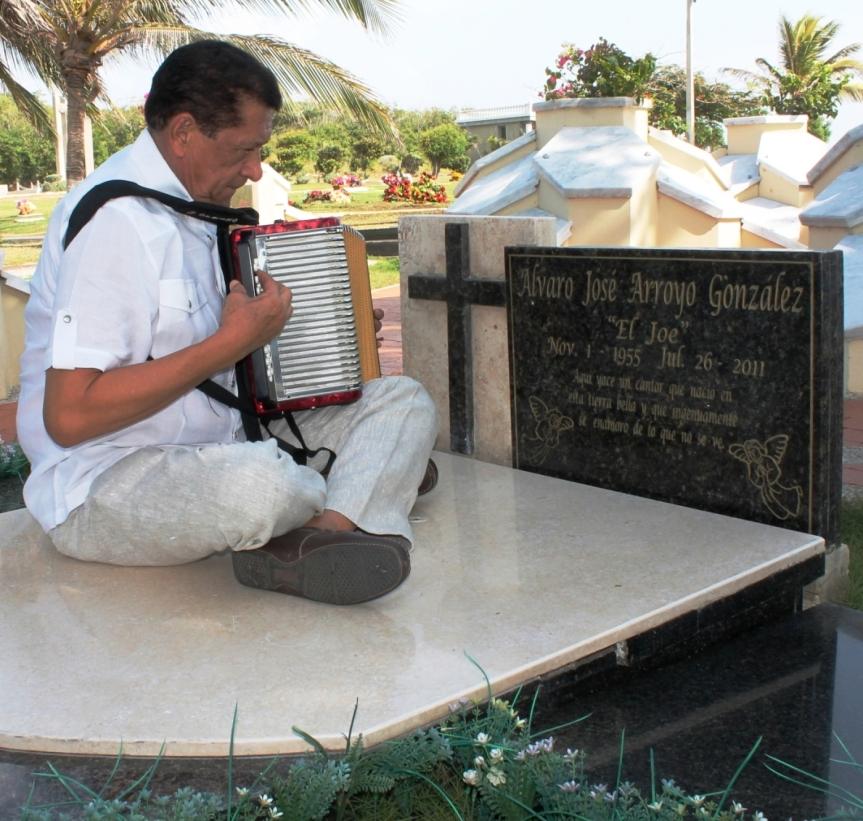 Emilianito Zuleta desnudó su alma sobre la tumba del JoeArroyo