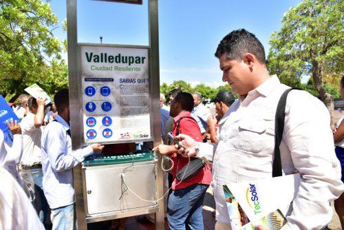 Administración municipal instala cargador públicosolar