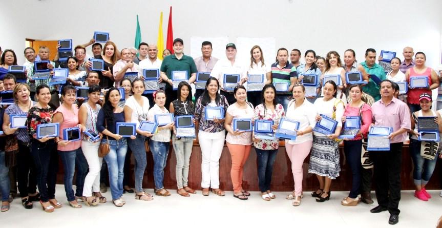 Gobernador Ovalle entregó Tabletas Digitalesa docentes del sur del Cesar