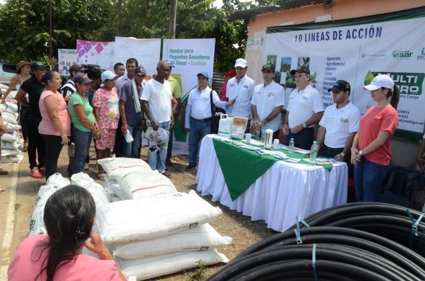Gobernador del Cesar entregó insumos agrícolas y pesqueros en La Gloria y anunció obras enTamalameque