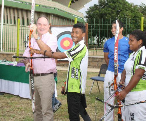 Gobernador Ovalle entregó implementación deportiva a la Liga de Tiro con Arco del Cesar avaluada en $12millones