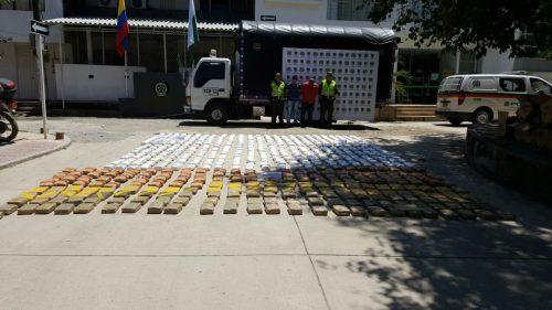 Policía descubrió 380 kilos de marihuana en camión cargado de frutas, avaluados en $770millones