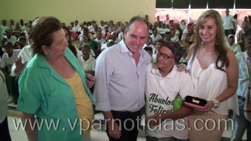"Gobernador del Cesar hizo entrega de 2 mil lentes en programa ""Te veobien"""