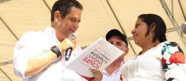 Vicepresidente Vargas Lleras entregó viviendas en elCesar