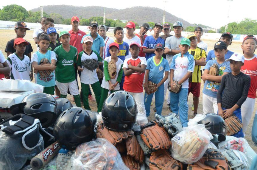 Implementos deportivos para Liga de Béisbol delCesar