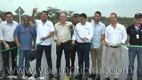 Con MinTransporte, Gobernador inauguró vía de los corregimientos Guacoche yGuacochito