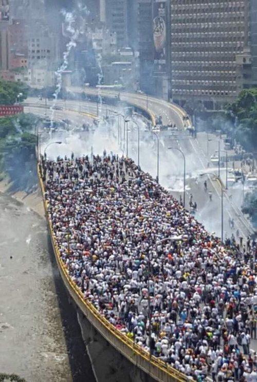 Dos muertos durante la marcha opositora enVenezuela