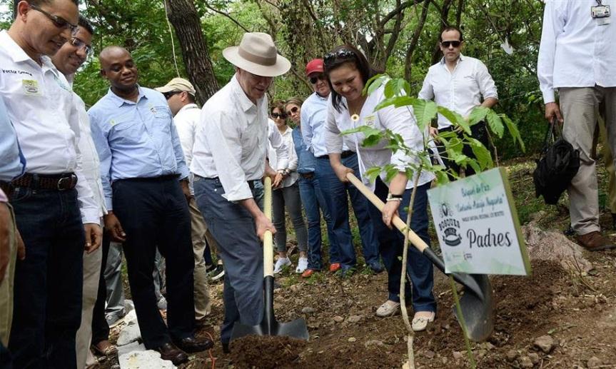 """Presidente Santos inauguró Bosque de Paz """"Consuelo AraújoNoguera"""""""