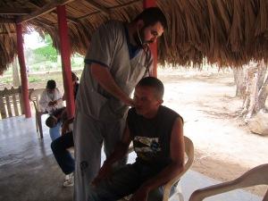 medico con paciente de huntington o mal de san vito