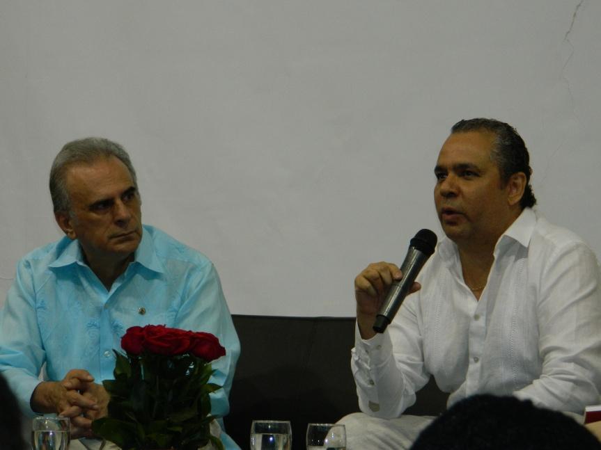 Hernán Urbina Joiro y el presidente de la Academia Colombiana de Historia Eduardo Durán