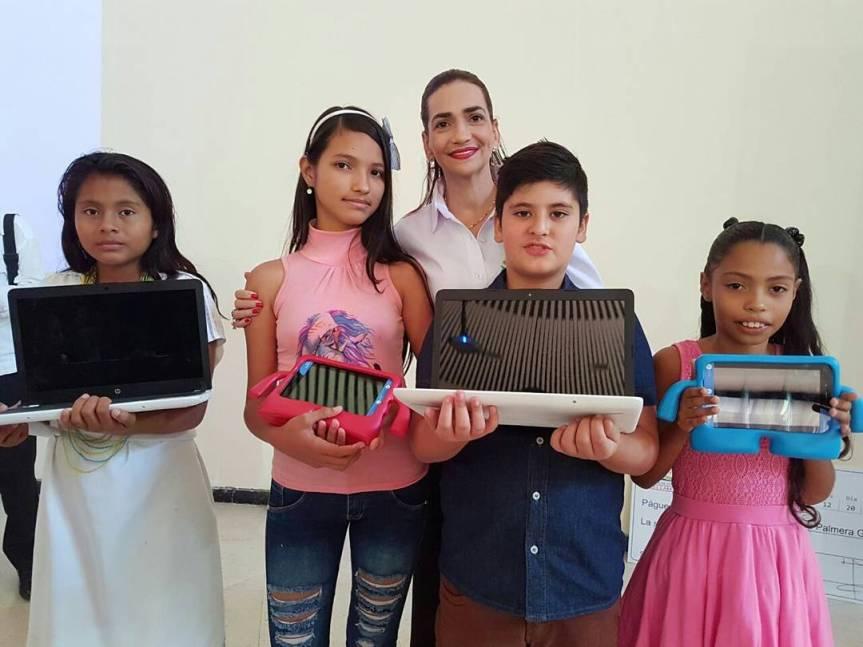 Fueron premiados los ganadores de concurso de Cuento Corto, Poesía y Cuento Infantilen