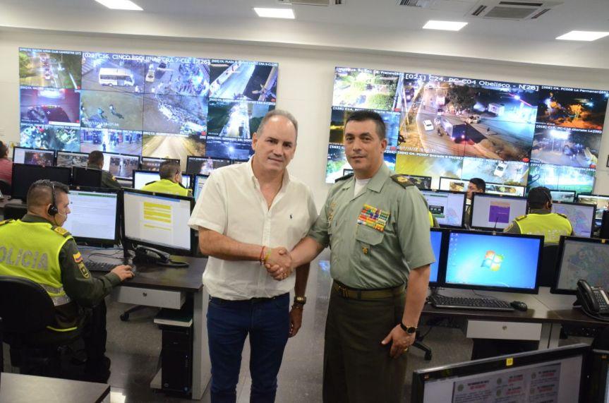 Gobierno de Franco Ovalle entregó equipos de comunicación a laPolicía
