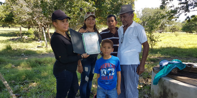 Victima de desplazamiento forzado recuperó sustierras