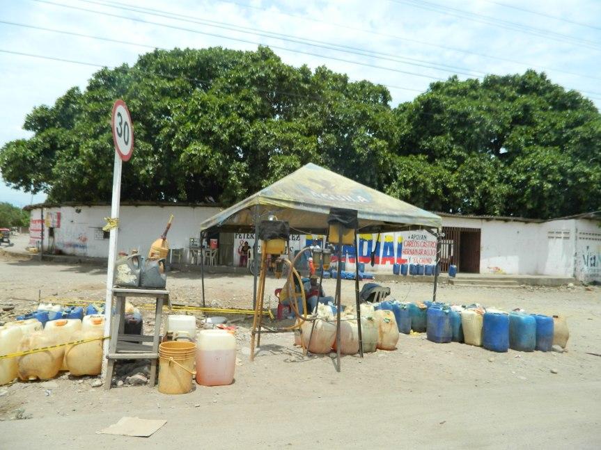 Avanza la reconversión de comerciantes informales decombustible