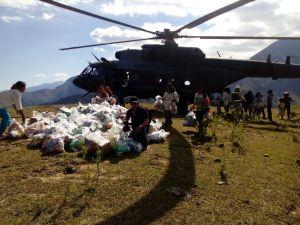 helicoptero con ayudas