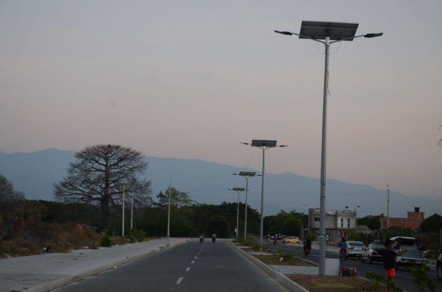 En Valledupar fueron instalados 10 postes que generan energía con panelessolares