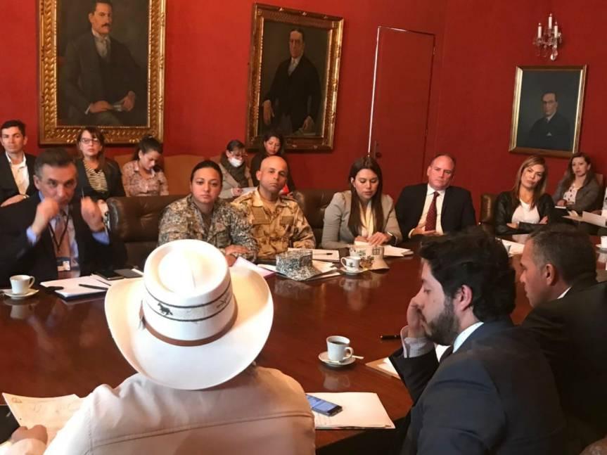 gobernador en reunion con cancilleria