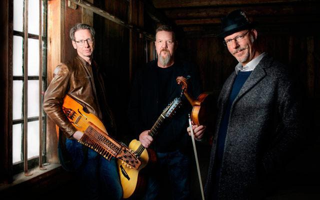 En Valledupar Concierto del trío Väsen, música tradicionalsueca