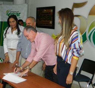 gobernador Franco Ovalle firma convenio con Comfacesar