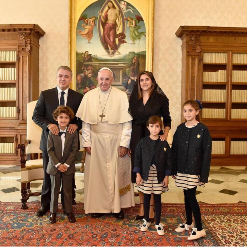 Presidente Duque y su familia con el Papa Francisco