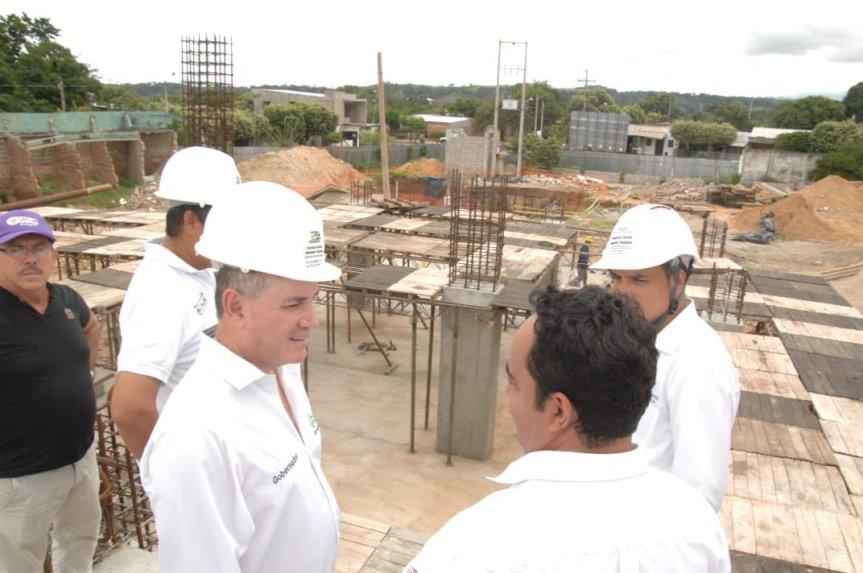 Gobernador Ovalle inauguró pavimentos urbanos y dio inicio a construcción de viviendas enAguachica