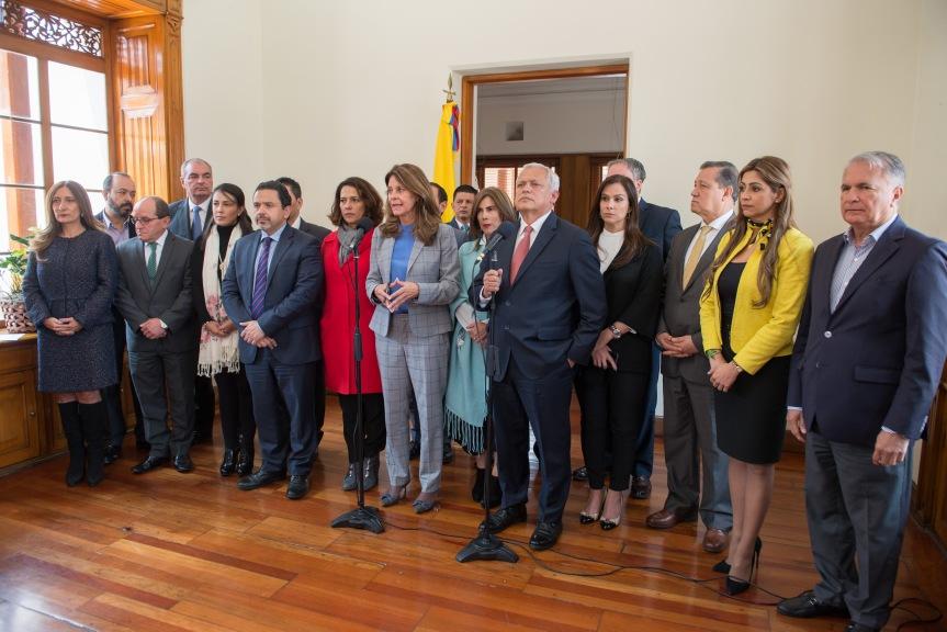 En reunión con Vicepresidente Partidos suscriben documento para exigir respeto por la vida y condenar acto terrorista en la Escuela deCadetes
