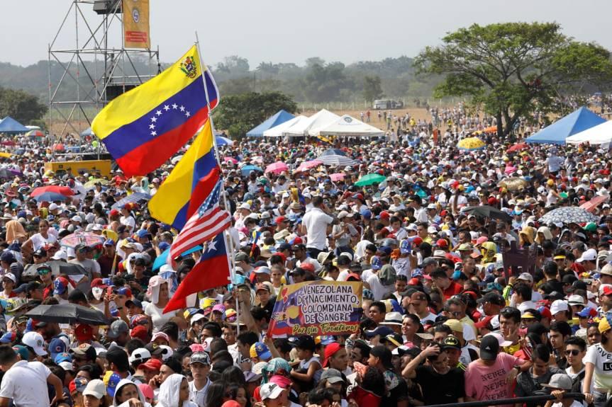 'Libertad para Venezuela': el grito que retumbó desde el puente Tienditas al mundo