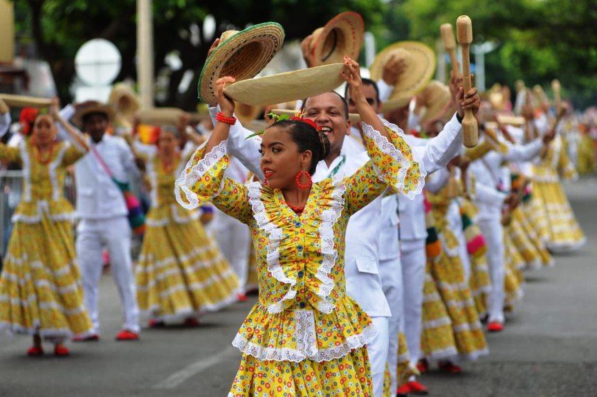 Aspecto del desfile de Piloneras en homenaje a Cecilia 'La Polla' Monsalvo Riveira.jpg
