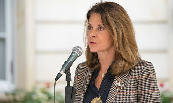 """""""Le recuerdo a quien use mi nombre, que estaré personalmente acompañando a las mujeres agredidas"""" :Vicepresidenta"""