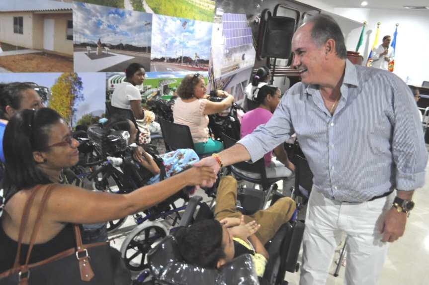 Gobernador Ovalle realizójornada de entrega de ayudas técnicas enValledupar